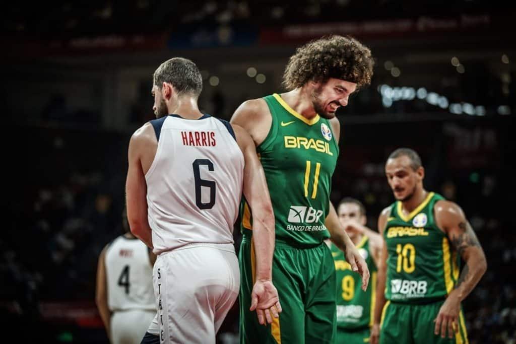 Brasil perde dos EUA e esta fora da Copa do Mundo de Basquete
